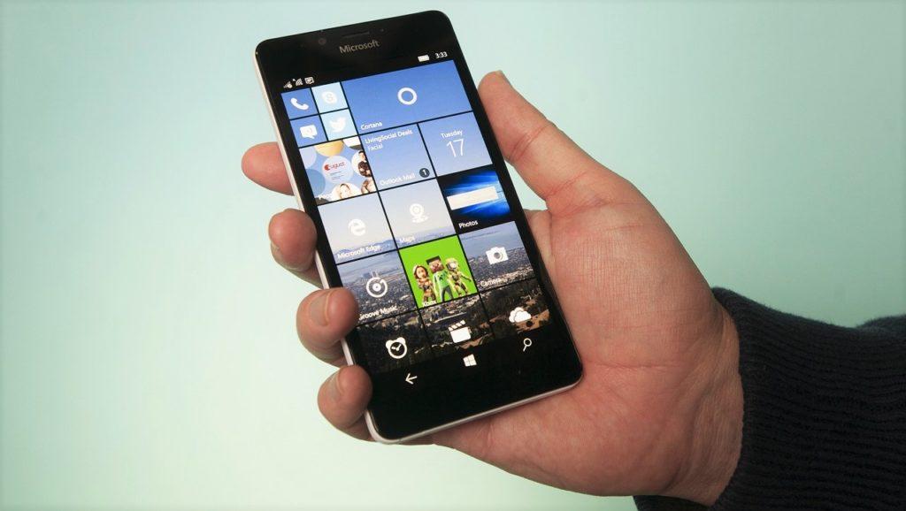 Microsoft si ritira dal mercato mobile, ma è solo un arrivederci (1)