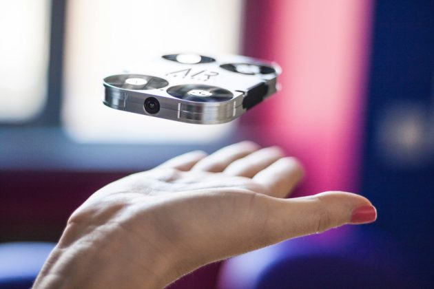 Arriva AirSelfie, la prima flying camera tascabile