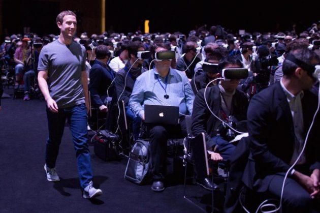 Facebook: in arrivo i guanti per la realtà virtuale