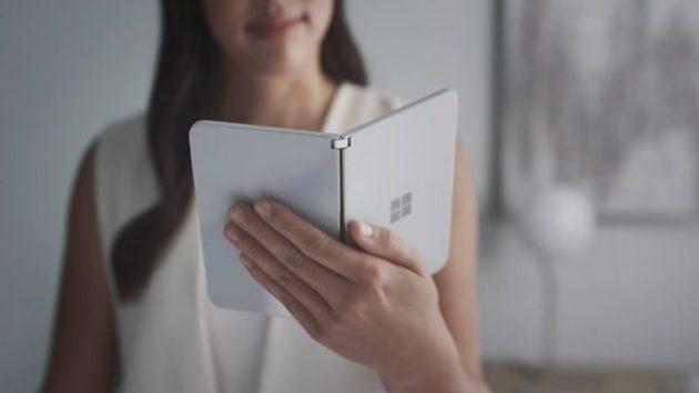 Microsoft Surface Duo fa bella mostra di sé su Twitter - FOTO